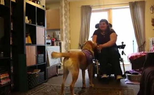 griffin aiuta la sua amica disabile a fare la spesa my On griffin sedia a rotelle